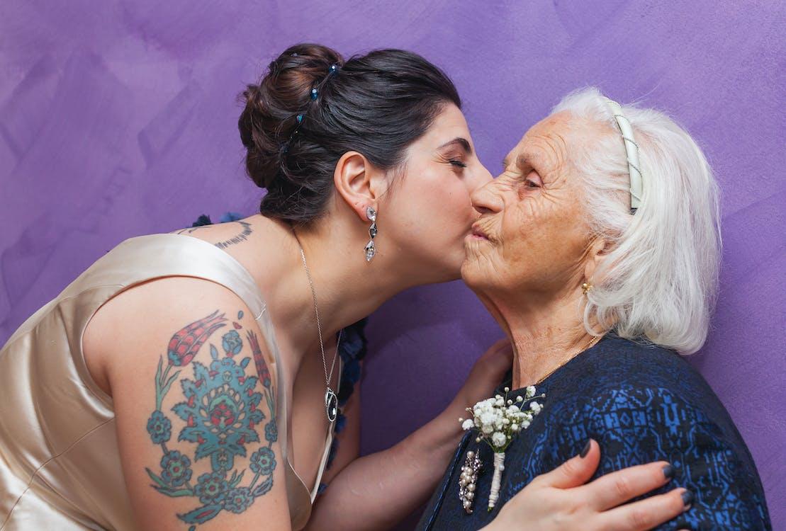 การจูบ, คน, ครอบครัว