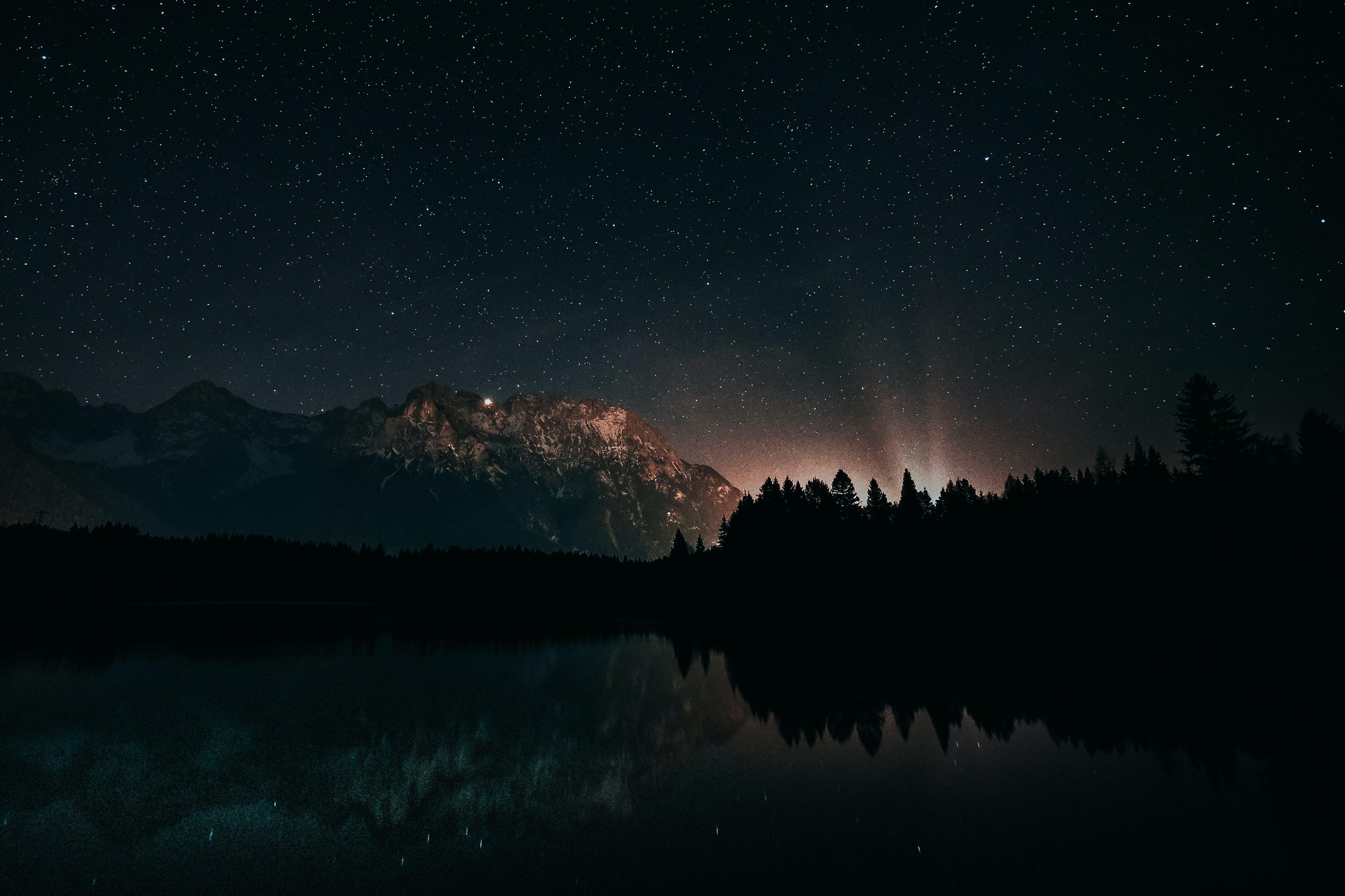 Kostenloses Stock Foto zu abend, astronomie, bäume, berge