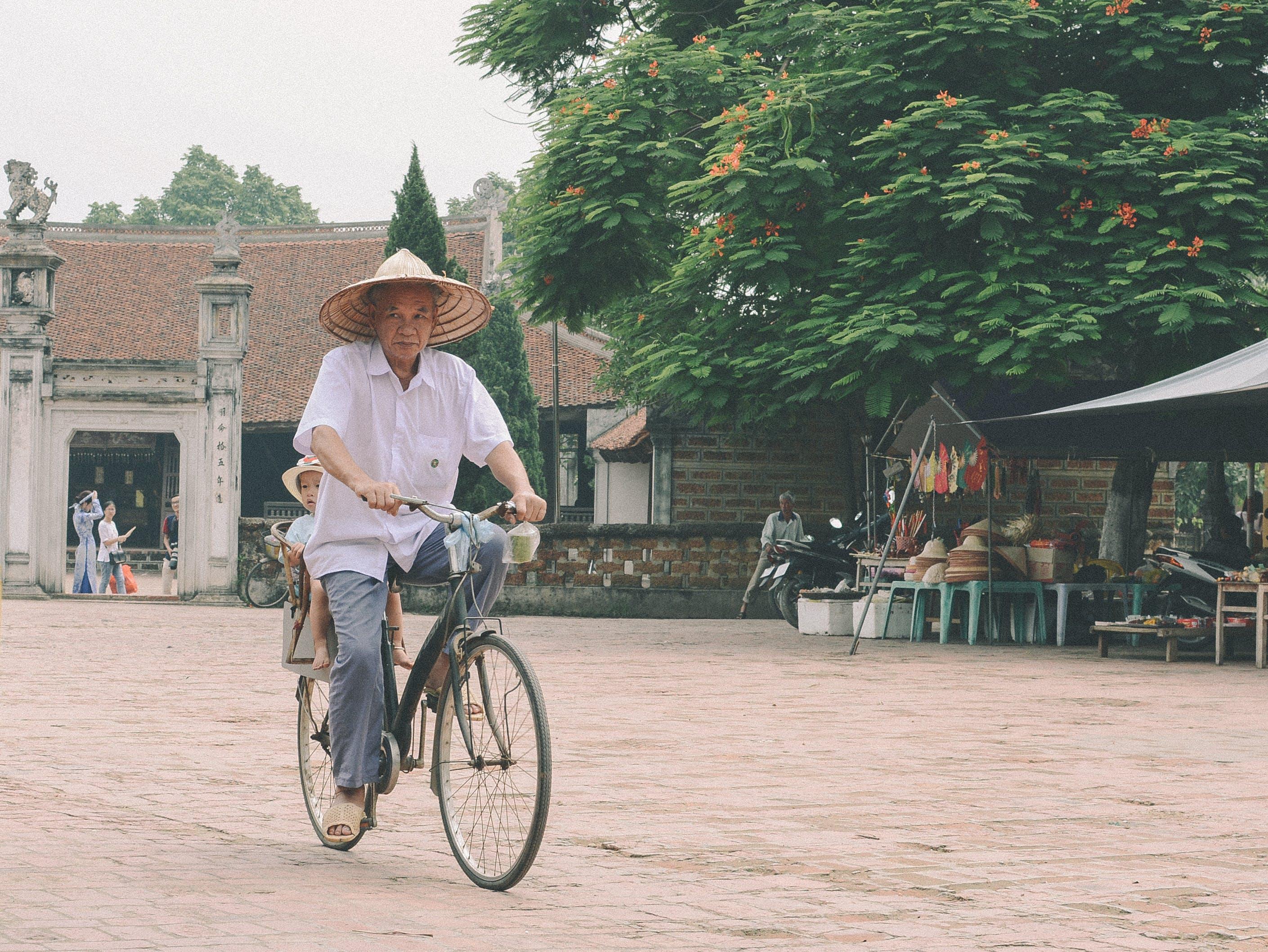 Gratis lagerfoto af asiatiske mennesker, barn, cykel, dagslys