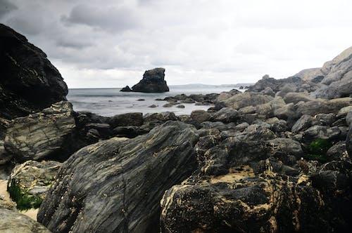 Ilmainen kuvapankkikuva tunnisteilla aallot, hiekkaranta, kivet, kivikkoinen