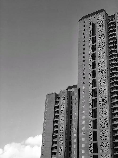 Gratis lagerfoto af bygning, grå himmel, grå skala, højhus