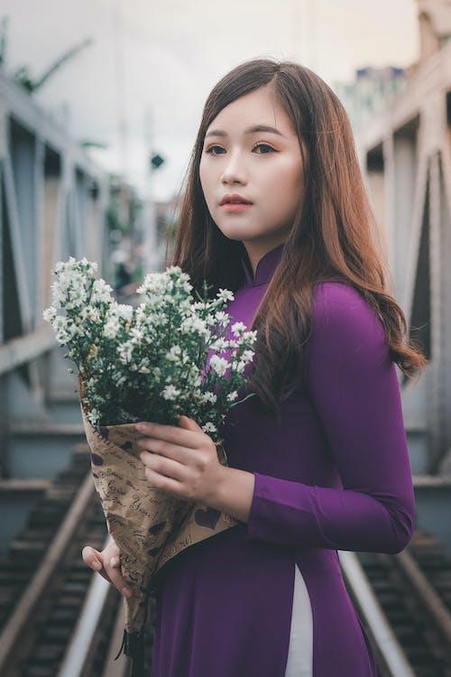 asiatisk kvinde, blomster, dagtimer