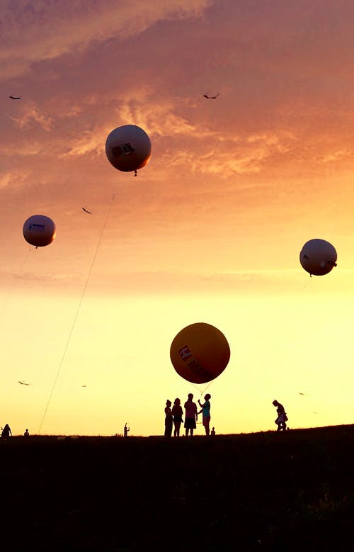 Základová fotografie zdarma na téma balón, drak, rodina, západ slunce