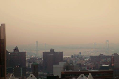 Darmowe zdjęcie z galerii z harlem, mglisty, miasto, most