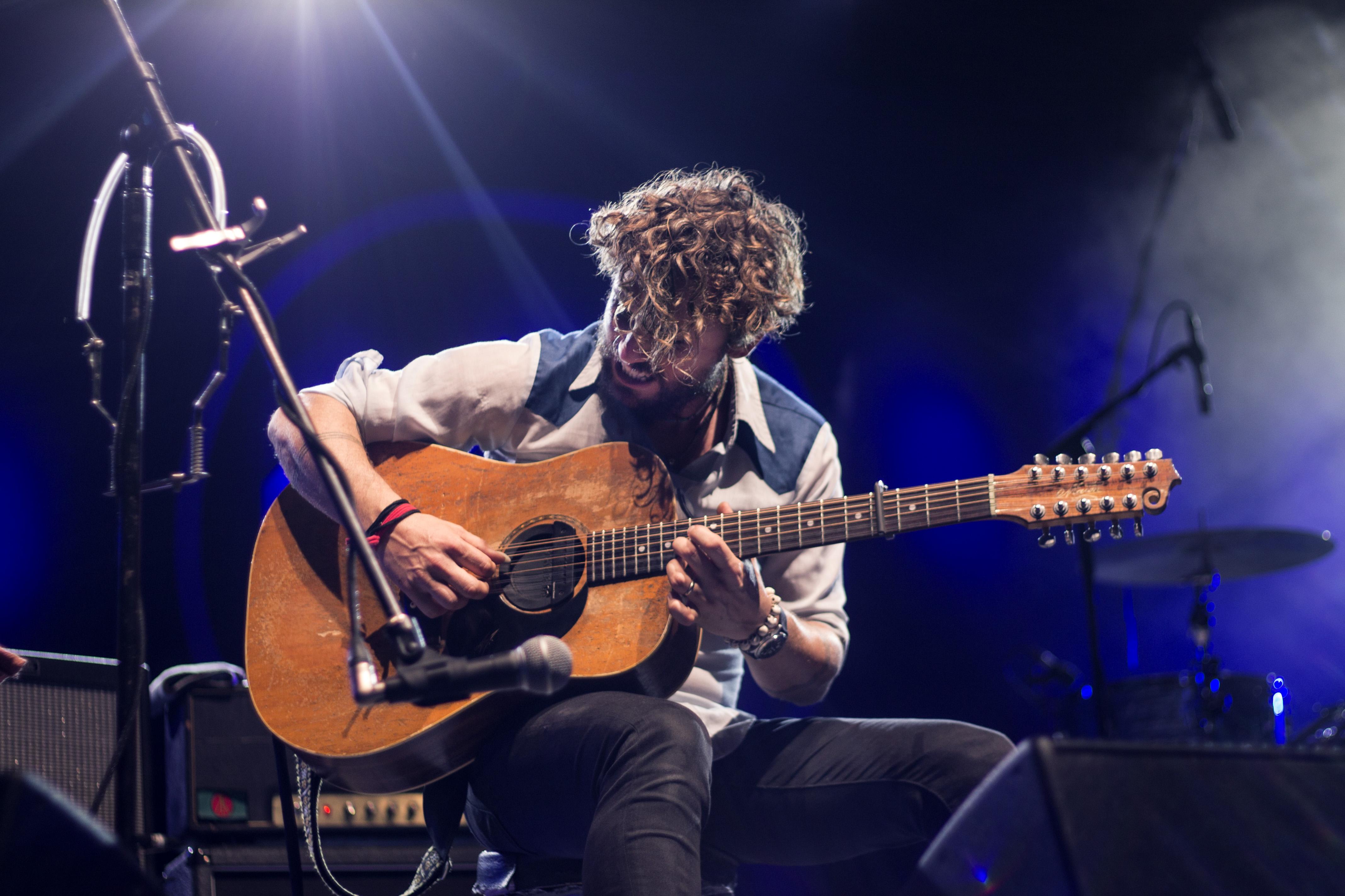 apprendre la guitare à 60 ans