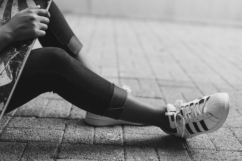 Kostenloses Stock Foto zu schwarz und weiß, fashion, fuß, schuh