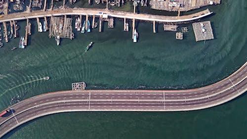 Δωρεάν στοκ φωτογραφιών με αποβάθρες, αρχιτεκτονική, ασφαλτόδρομος, βάρκες