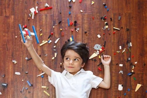 Foto stok gratis anak, anak laki-laki, bakat, lego