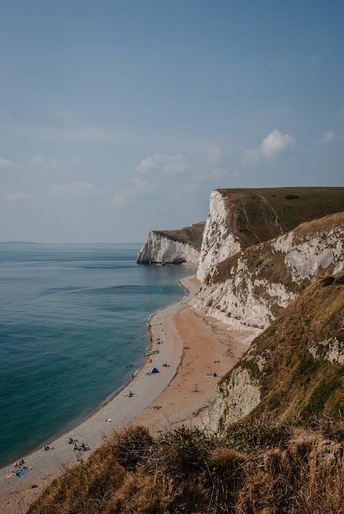 Foto profissional grátis de abismo, beira-mar, cênico, falésias