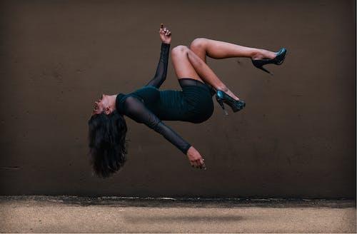 Foto profissional grátis de flutuando, garota, levitação, menina