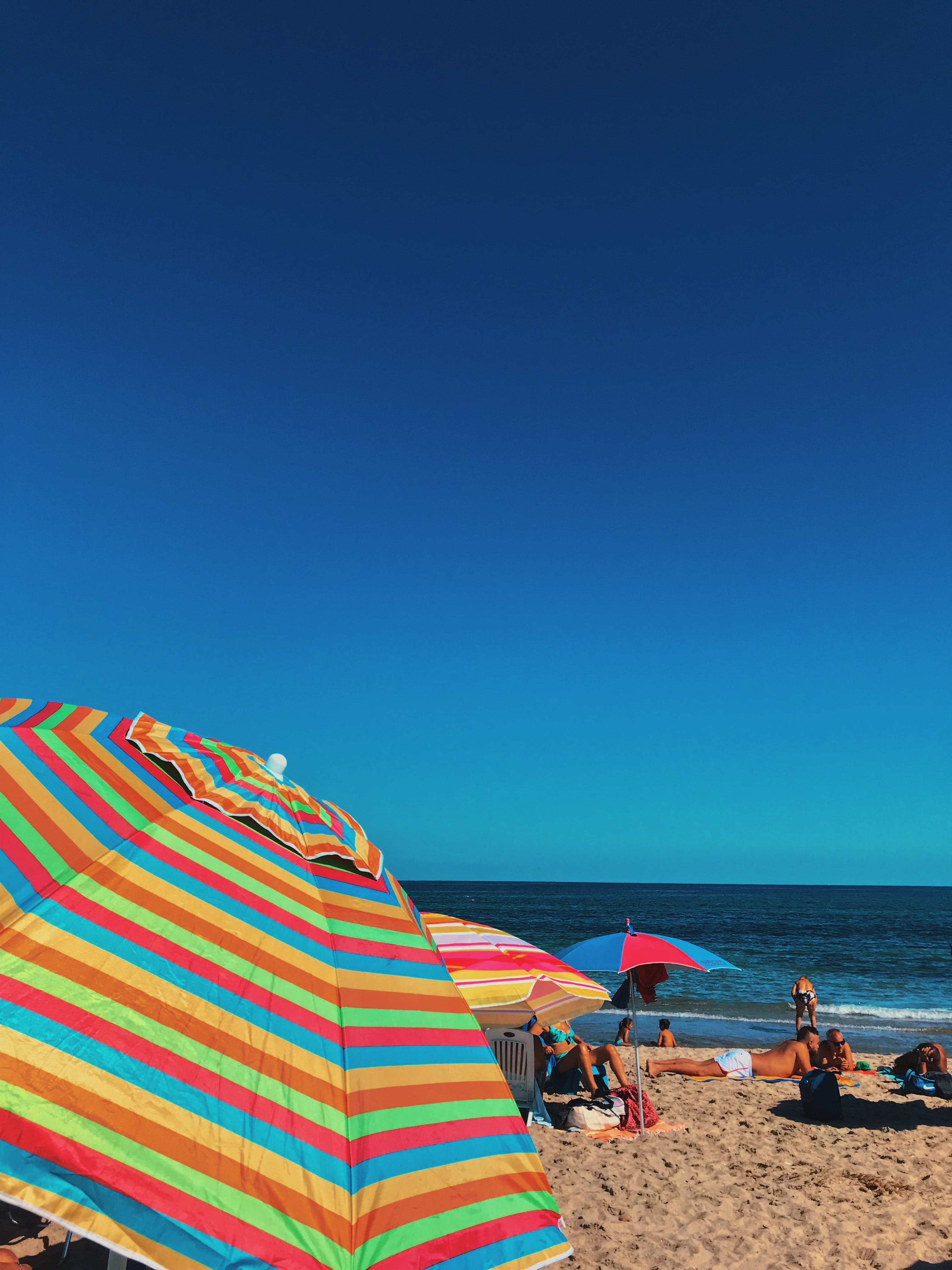 deniz, gün ışığı, güneşli, insanlar içeren Ücretsiz stok fotoğraf