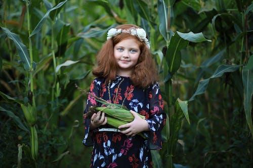 Gratis stockfoto met aanbiddelijk, boerderij, glimlachen, jong