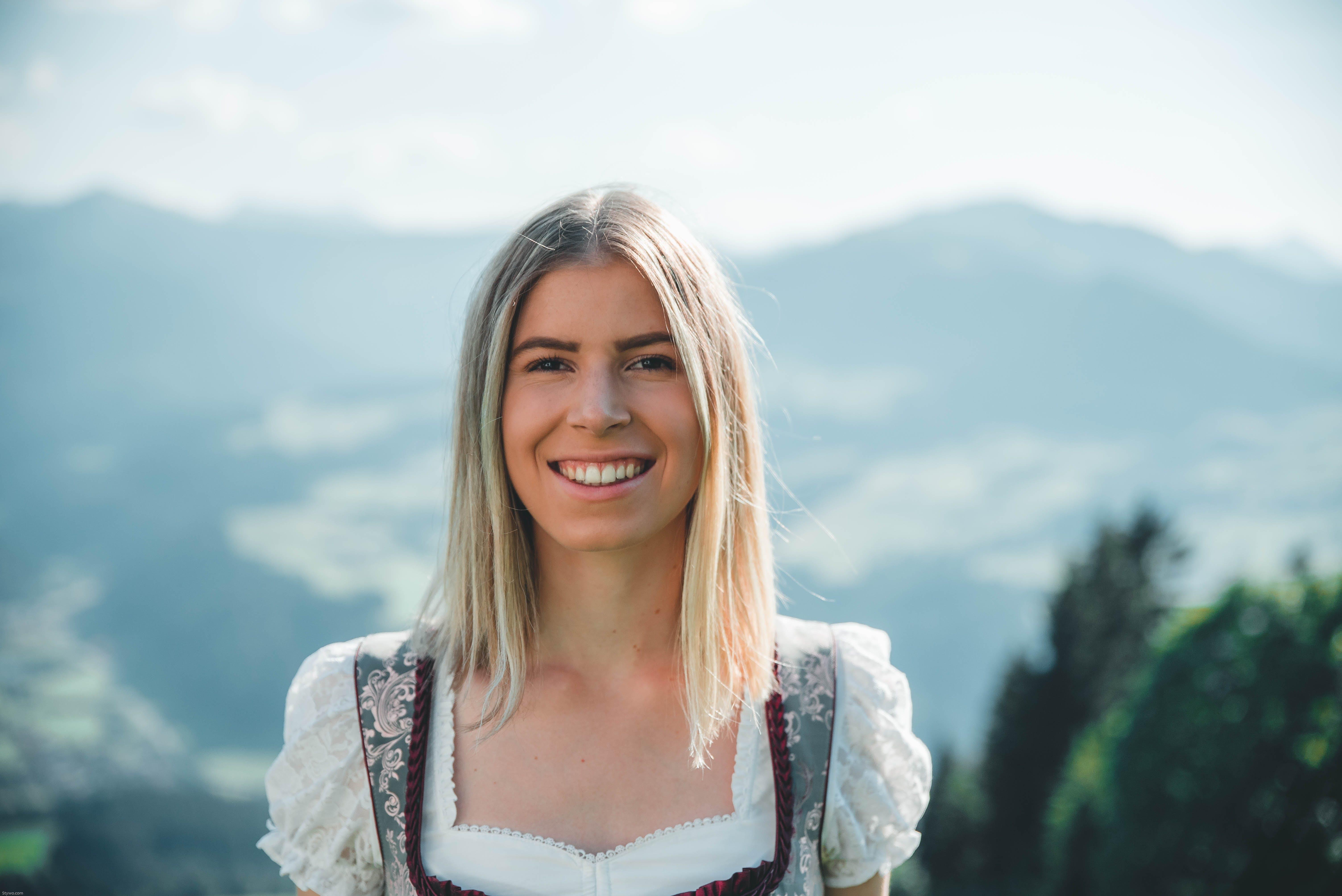 Kostenloses Stock Foto zu blondes haar, frau, hübsch, mädchen