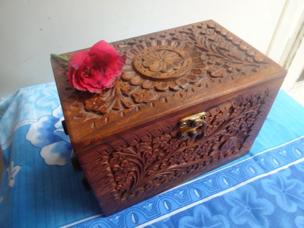 Darmowe zdjęcie z galerii z biżuteria, brązowy, drewniany