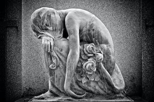 Бесплатное стоковое фото с кладбище, надгробные камни