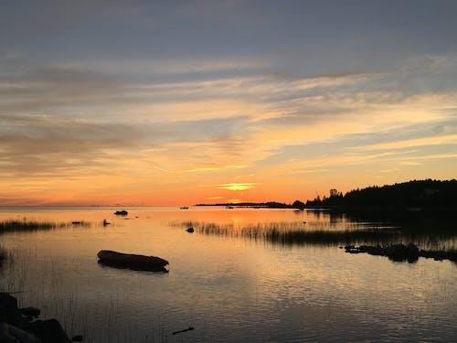 Foto profissional grátis de água, pôr do sol