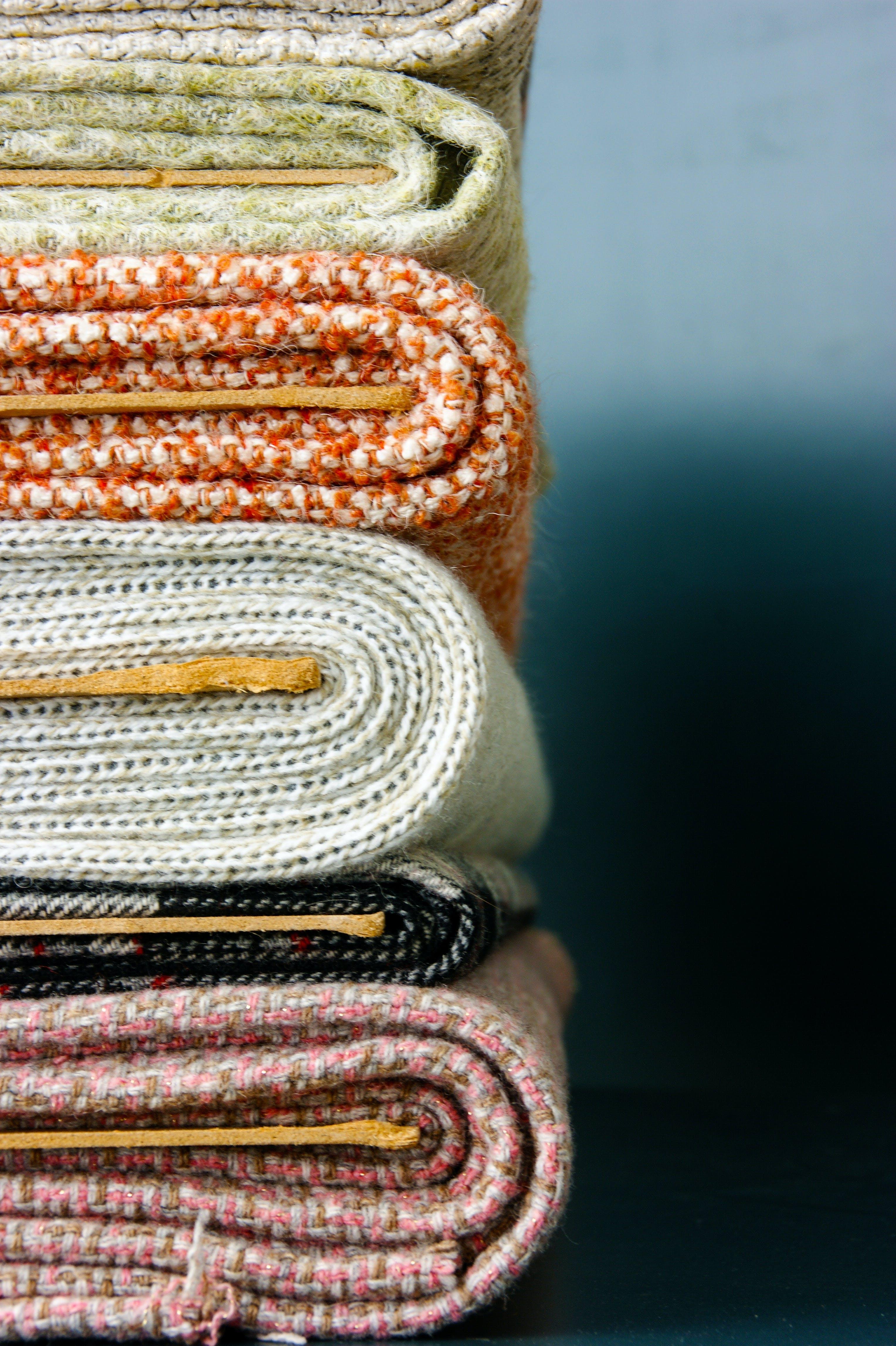 Foto profissional grátis de costurando, de pano, panos, rolo de tecidos