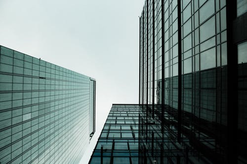 Photos gratuites de architecture, bâtiments, centre-ville, contre-plongée