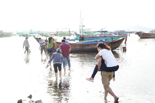アジア人, ビーチ, 歩く人, 水の無料の写真素材