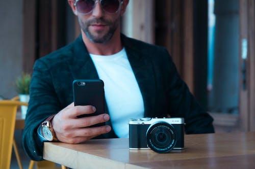 Immagine gratuita di alla moda, fotocamera, persona, smartphone