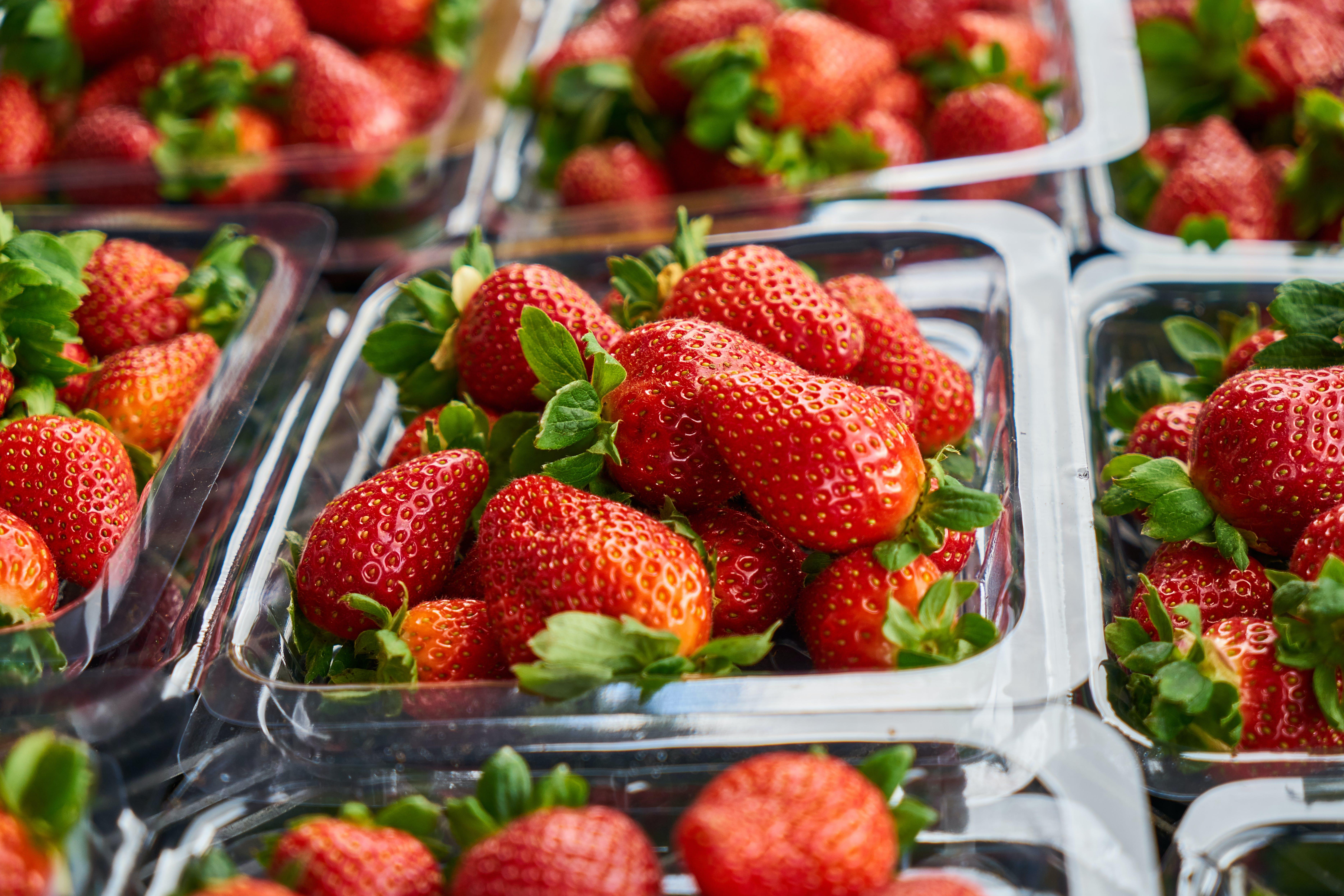 zu 4k wallpaper, beeren, container, erdbeeren