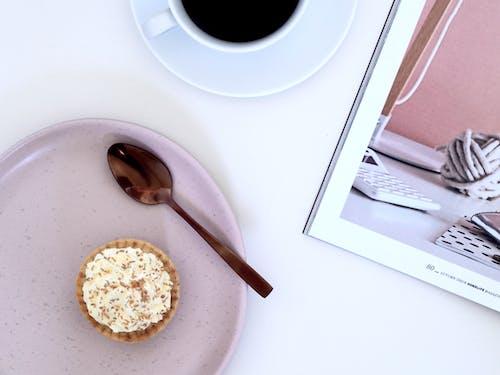 Gratis stockfoto met afbeelding, bord, cake, drinken
