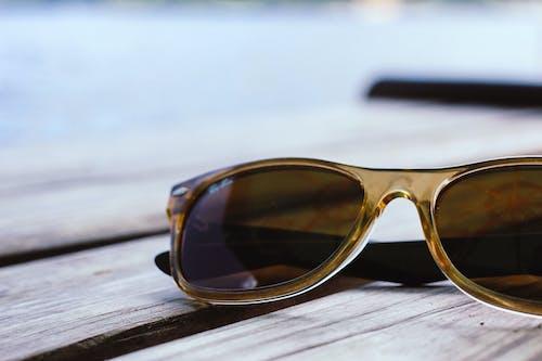 Ingyenes stockfotó barna napszemüveg, divat, napszemüveg, rayban témában