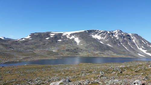Gratis lagerfoto af bjergvandring, blå himmel, ferskvand, himmel
