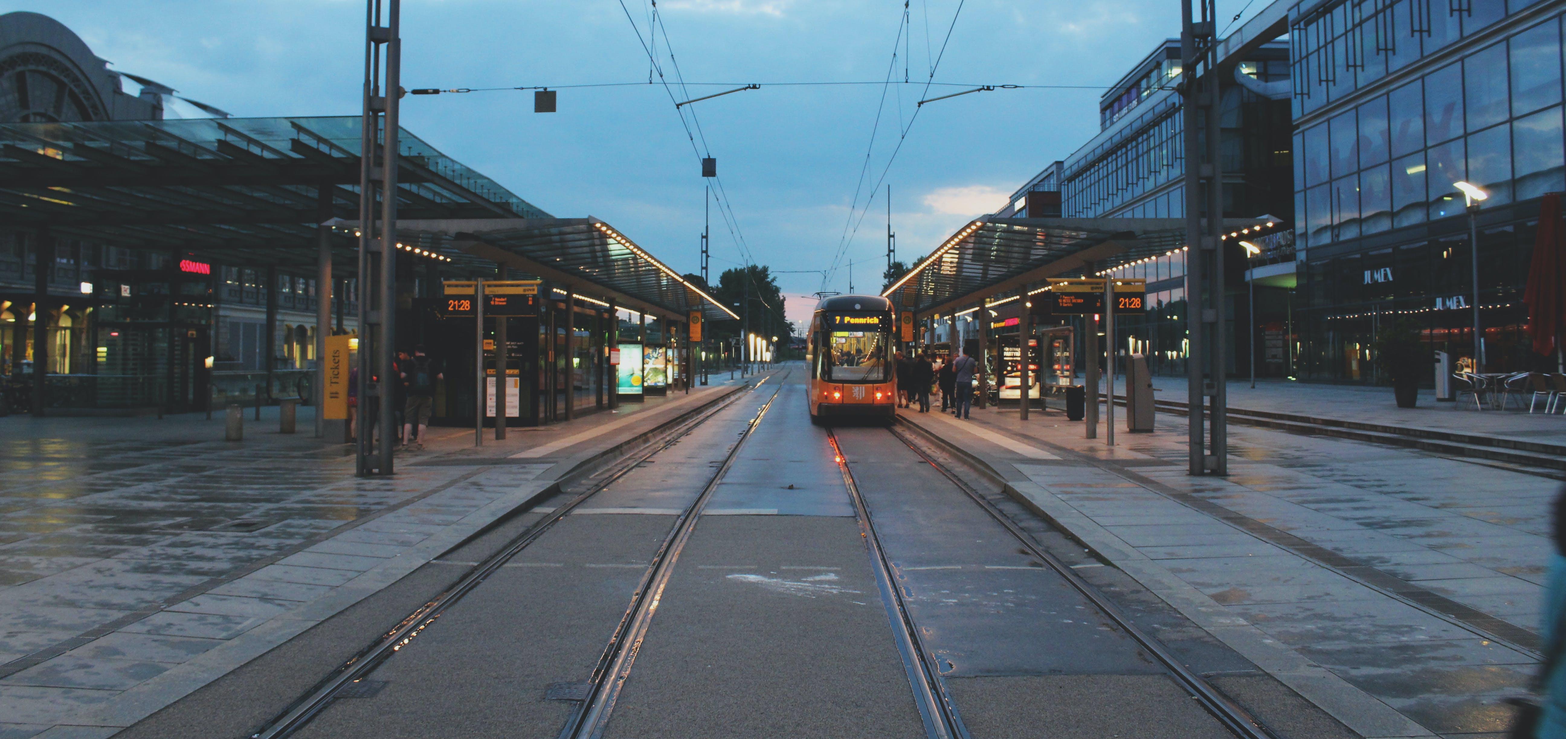 Kostenloses Stock Foto zu dresden, stadt, straßenbahn, straßenbahnlinien