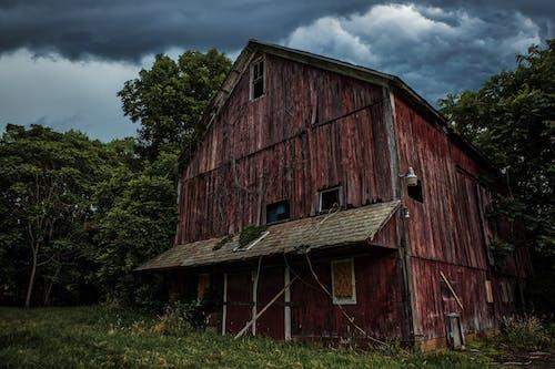 Gratis stockfoto met achtergelaten, architectuur, boerderij, boerenwoning