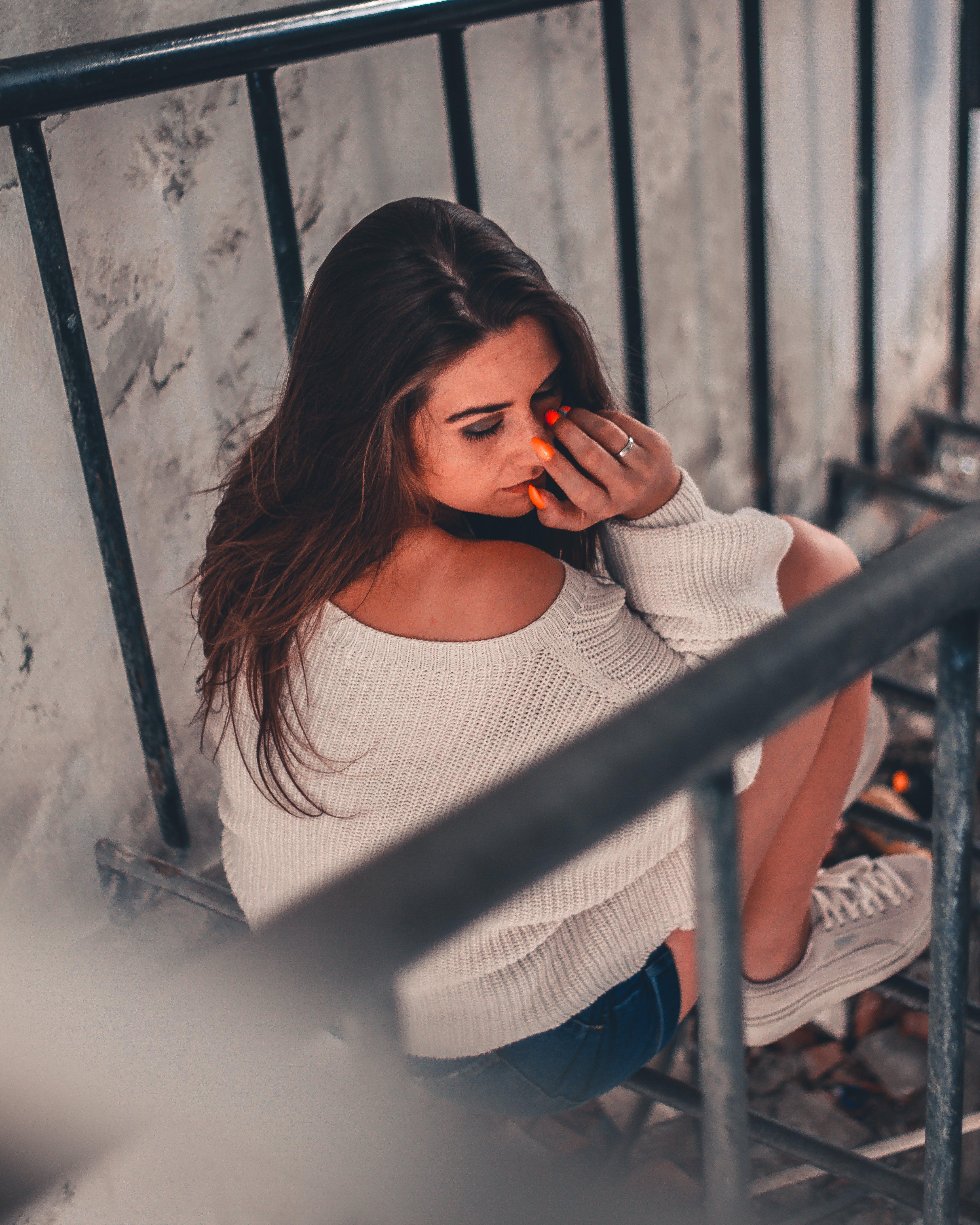 Fotos de stock gratuitas de actitud, barandillas, belleza, bonita