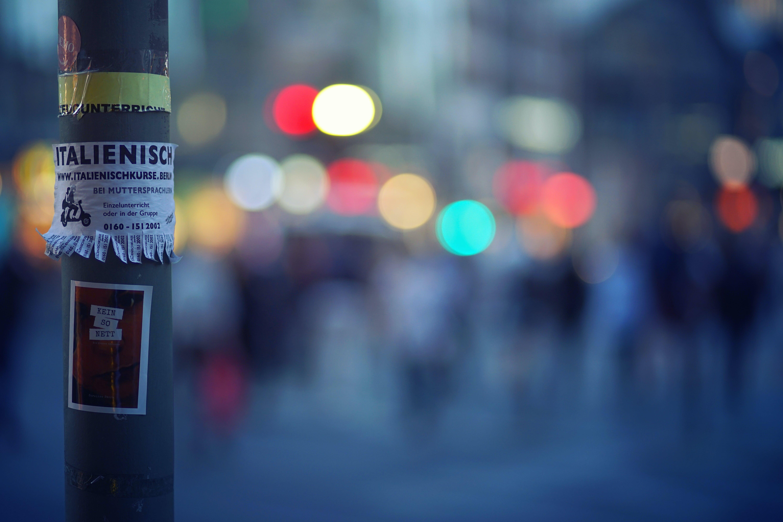 Δωρεάν στοκ φωτογραφιών με αριθμούς επαφών, αφίσες, ελαφρύς, εστιάζω