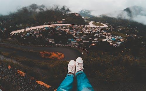 Kostenloses Stock Foto zu abenteuer, berg, denim jeans, draußen