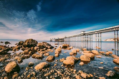Photos gratuites de aube, baie, bord de l'océan, bord de mer