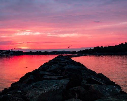 Gratis arkivbilde med lilla, rød, solnedgang, steiner