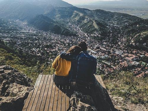 Gratis lagerfoto af bjerge, brasov, ferie, par