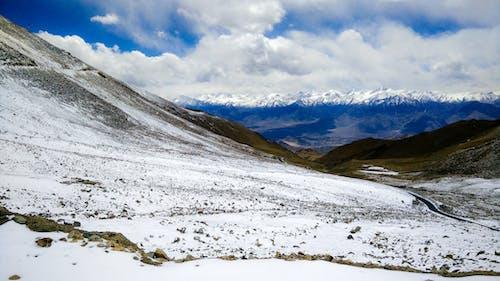 Fotobanka sbezplatnými fotkami na tému modré hory, shotononeplus, sneh