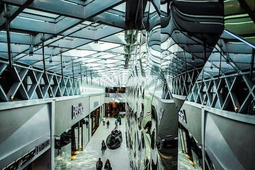 Základová fotografie zdarma na téma architektura, chodba, firma, lidé