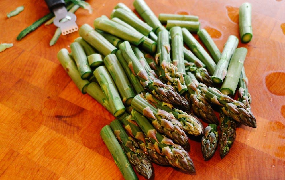 Sliced green asparagus. | Photo: Pexels