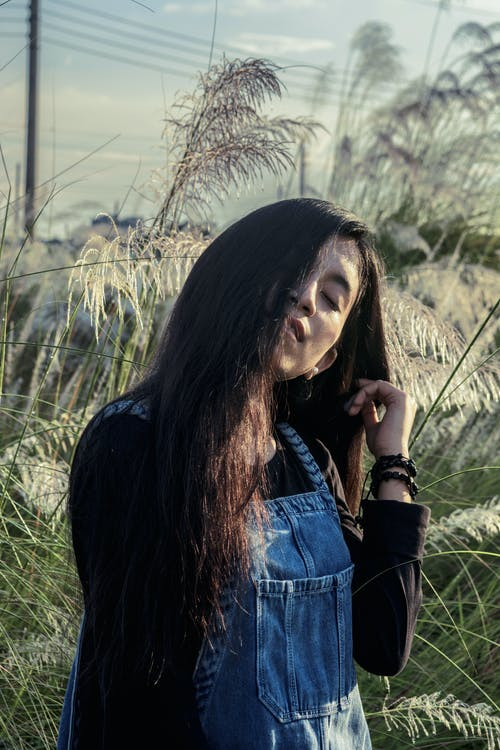 Бесплатное стоковое фото с волос, девочка, дневной свет, досуг