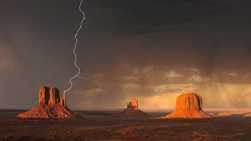 Gratis arkivbilde med landskap, lyn, naturskjønn, regn