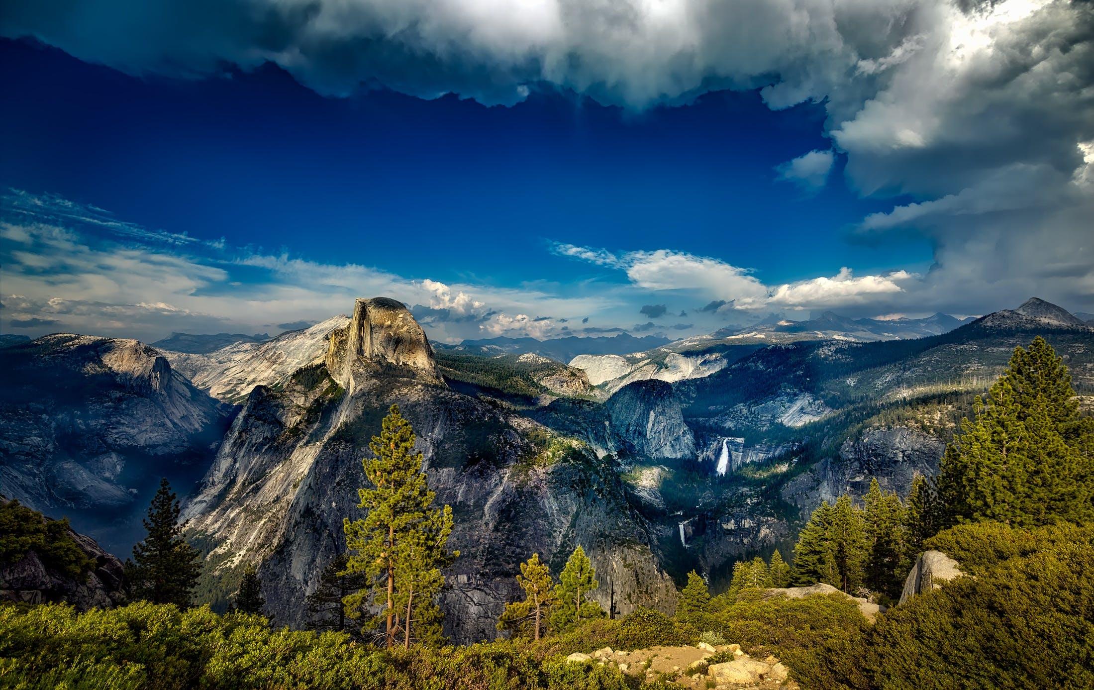 Kostenloses Stock Foto zu aussichtspunkt, baum, bäume, berge