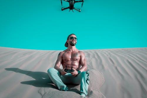 Fotobanka sbezplatnými fotkami na tému čiapka, človek, denné svetlo, dron
