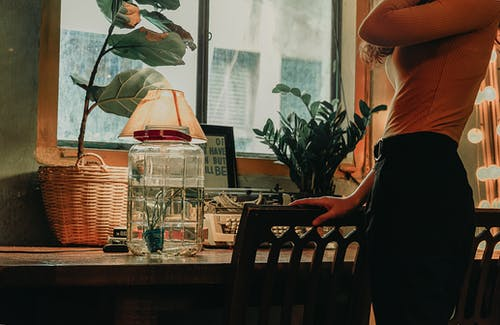 방, 병, 불빛, 사람의 무료 스톡 사진
