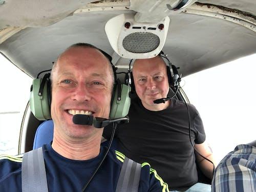 pilot, uçan içeren Ücretsiz stok fotoğraf
