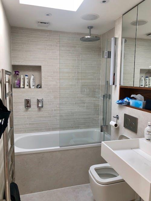 banyo, güvercin içeren Ücretsiz stok fotoğraf