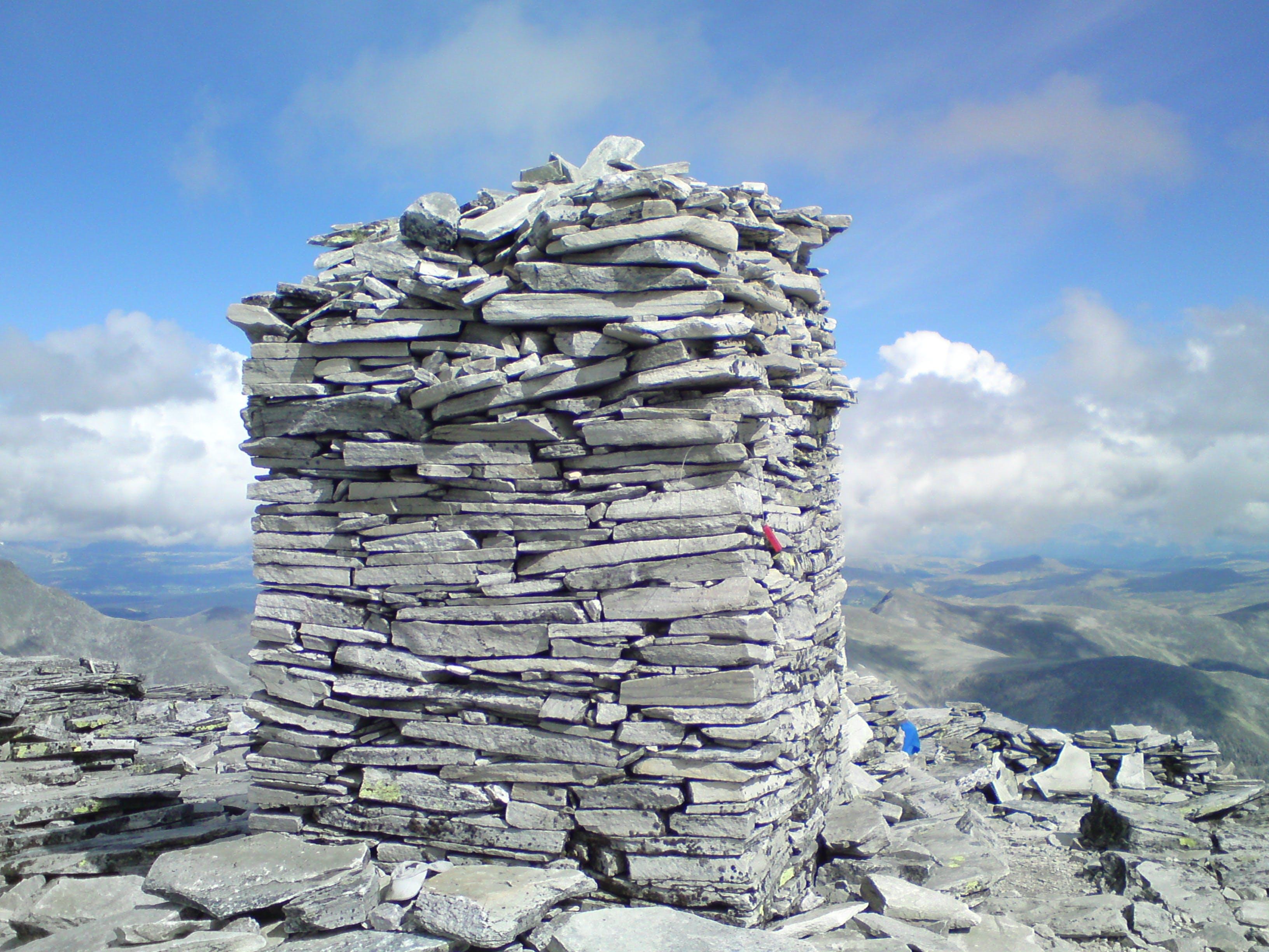 Foto d'estoc gratuïta de alt, cel blau, gris, muntanya