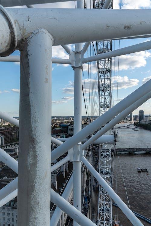คลังภาพถ่ายฟรี ของ มองผ่านโครงสร้าง london eye
