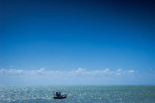 Gratis lagerfoto af båd, både, blå, blå himmel