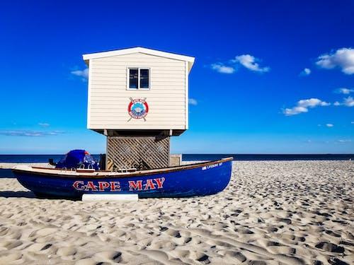 Ilmainen kuvapankkikuva tunnisteilla aurinko, hengenpelastaja, hiekka, hiekkaranta